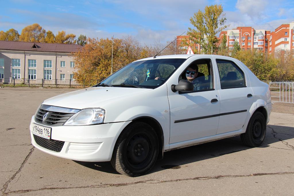 Учебный Renault Logan